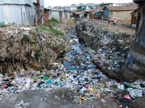 インドの貧民村.jpg