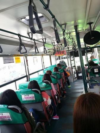 バス占領した韓国女たち1.jpg