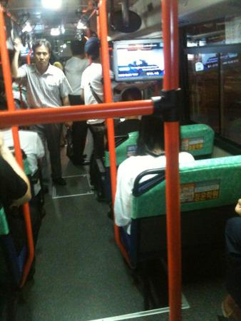 バス占領した韓国女たち2.jpg
