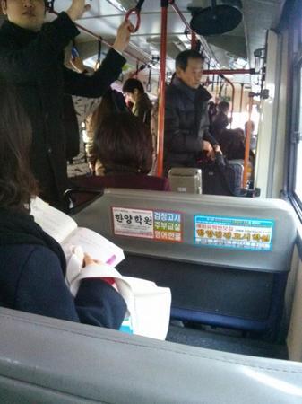 バス占領した韓国女たち6.jpg