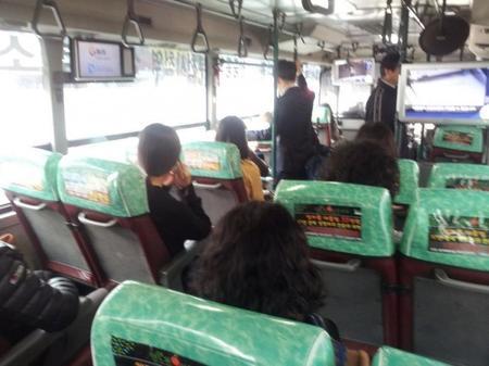バス占領した韓国女たち7.jpg