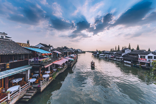 Lovepik_com-500118704-sunset-cloud-arch-bridge-in-zhujiajiao-ancient-town_.jpg