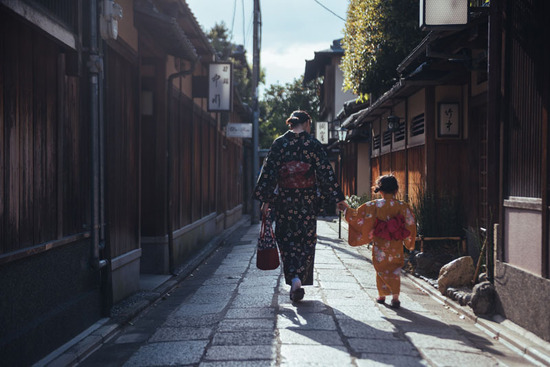Lovepik_com-500392437-a-mother-and-daughter-in-a-kimono_.jpg