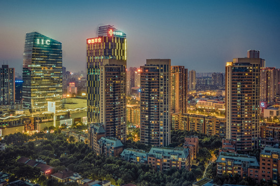Lovepik_com-500650557-wuhan-city-night-scene-wuhan-heaven-and-earth_.jpg