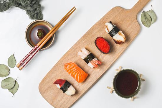 Lovepik_com-500841144-minimal-japanese-sushi-sashimi-figure_.jpg