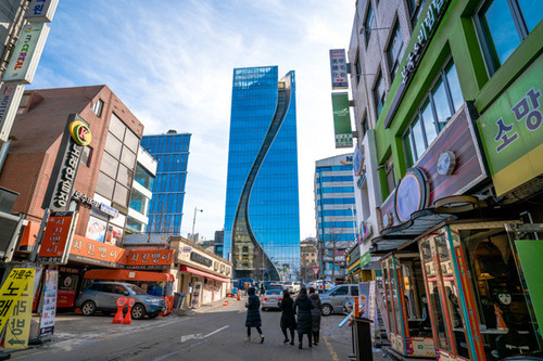 Lovepik_com-500895452-street-view-of-south-korea-seoul-south-korea_.jpg