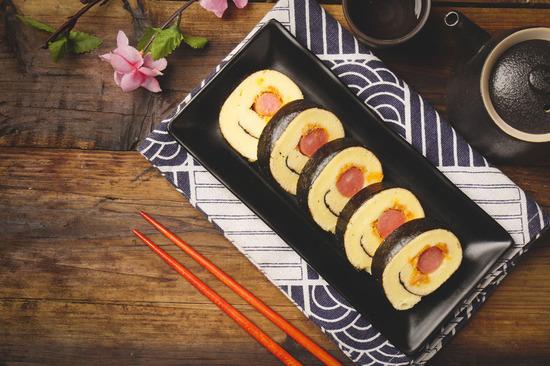 Lovepik_com-501248625-korean-sushi_.jpg