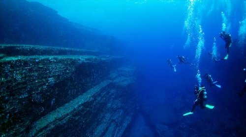 c_yonaguni-island-diving-01_R.jpg
