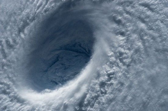 typhoon-1650677_640.jpg
