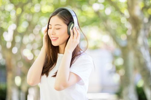 Lovepik_com-500635996-sweet-girls-with-earphones-and-music-under-the-woods_.jpg