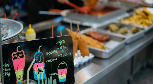 Lovepik_com-500986307-traditional-market-snack-in-seoul-south-korea_wx.jpg